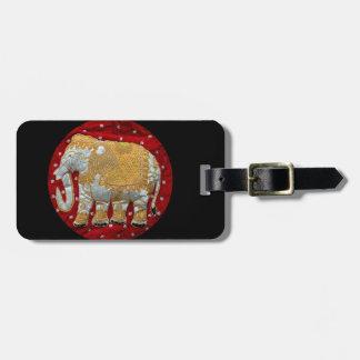 装飾されたインドゾウの赤および金ゴールド ラゲッジタグ