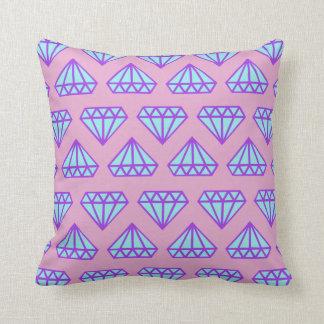装飾用クッション: ラベンダー、青、紫色のダイヤモンドのプリント クッション