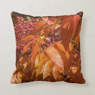装飾用クッション: 紅葉および果実 クッション