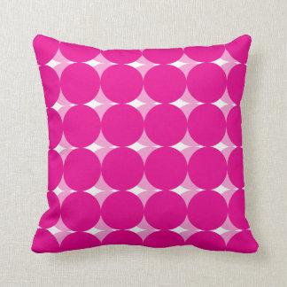 装飾的なピンクの円のデザインの装飾用クッション クッション