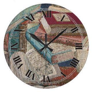 装飾的なヴィンテージの本の背景の柱時計 ラージ壁時計