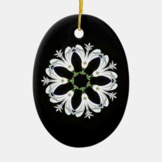 装飾的な万華鏡のように千変万化するパターンの花 セラミックオーナメント