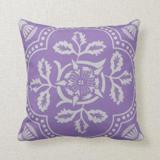装飾的な紫色のおもしろいの花柄は装飾用クッションを設計しました クッション