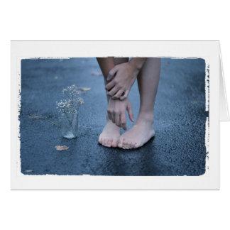裸足の挨拶状の女の子の写真 グリーティングカード