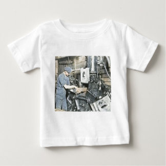 製材所の労働者の幻灯のスライド3 ベビーTシャツ