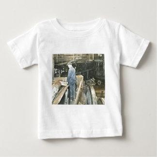 製材所の労働者の幻灯のスライド5 ベビーTシャツ