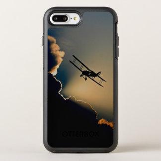 複葉機および日没 オッターボックスシンメトリーiPhone 8 PLUS/7 PLUSケース