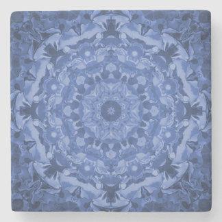 複雑なロイヤルブルーの万華鏡のように千変万化するパターン ストーンコースター