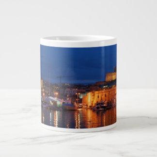 襲って下さいマルセーユ- Leジャンボvieuxの港(crépuscule)を ジャンボコーヒーマグカップ