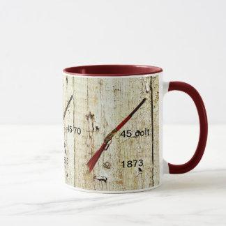 西に勝ったライフルが付いているコーヒー・マグ マグカップ