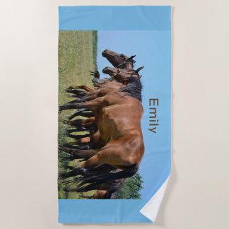 西の野生の馬 ビーチタオル