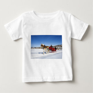 西部のクリスマス-馬のクリスマスのそり ベビーTシャツ