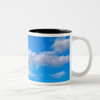 西部の南極上の積雲 ツートーンマグカップ