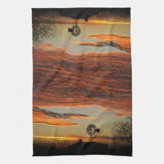西部の風車の日没 キッチンタオル