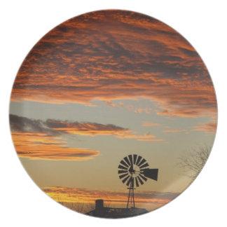 西部の風車の日没 プレート