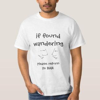 見つけられたらさまようことはバー-おもしろいな文字に、戻ります Tシャツ