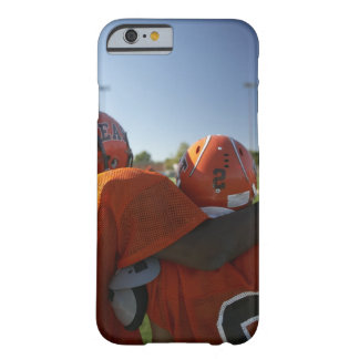 見ている2人のアメリカン・フットボールプレーヤー遊びます BARELY THERE iPhone 6 ケース