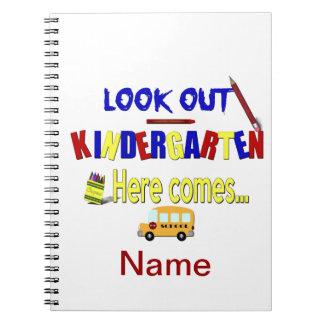 見て下さいここの幼稚園を出て来ます… 学校を挙げて下さい ノートブック