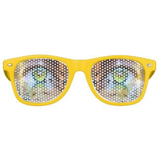 見る人のサングラスの目 レトロサングラス