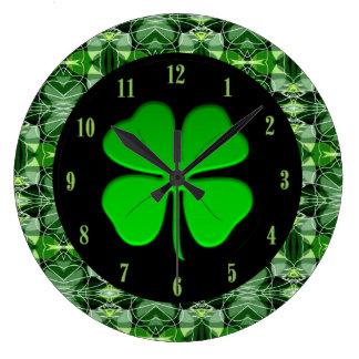 見事な緑の抽象芸術パターンシャムロックの時計 ラージ壁時計