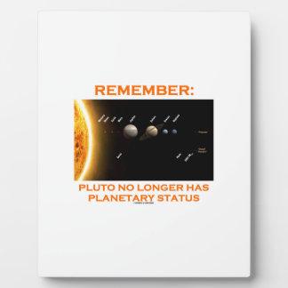覚えて下さい: プルートにもはや惑星の状態があります フォトプラーク