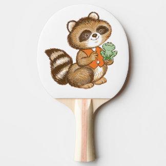 親友のカエルが付いているオレンジベストのベビーのアライグマ 卓球ラケット
