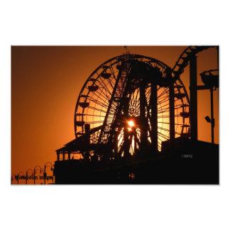観覧車を通したサンタモニカの日没 フォトプリント
