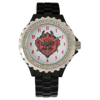 角状の赤いSatanの悪魔の顔 腕時計