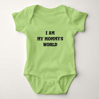 言う生まれたばかりののためのTシャツ私は私のお母さん「sのworlです ベビーボディスーツ