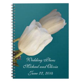 計画のノートを結婚している白いチューリップ ノートブック