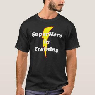 訓練のスーパーヒーロー Tシャツ