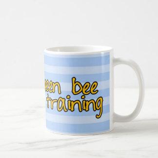 訓練の女王バチ コーヒーマグカップ