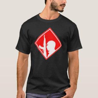 記号の落書きのエアブラシの芸術赤い対テロ戦争 Tシャツ