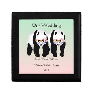 記念品を結婚しているかわいいレズビアンのパンダくま ギフトボックス