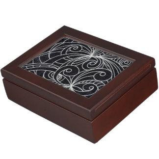 記念品箱の花の落書きのスケッチ ジュエリーボックス