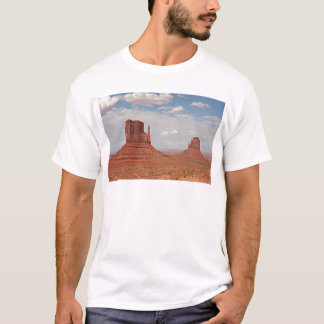 記念碑の谷、ユタ、米国 Tシャツ