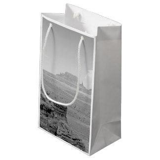 記念碑の谷(白黒) 2 スモールペーパーバッグ