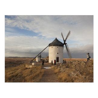 訪問者が付いているLaのManchaの旧式な風車、 ポストカード