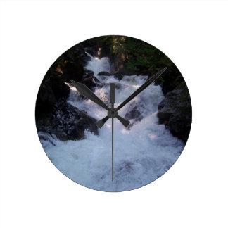 詐欺の滝 ラウンド壁時計