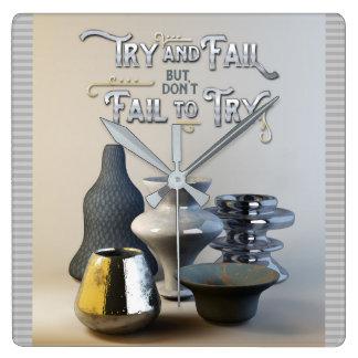 試み及び失敗はしかしスタイリッシュな陶器を試みます スクエア壁時計