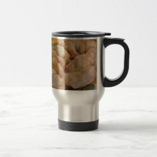 詰まったな小さい手製の塩辛いクロワッサン トラベルマグ