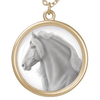 誇りを持ったなFriesianの馬のネックレス ゴールドプレートネックレス