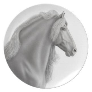 誇りを持ったなFriesianの馬のプレート プレート