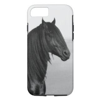 誇りを持ったなFriesianの黒の種馬の馬 iPhone 8/7ケース