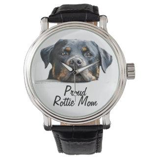 誇りを持ったなRottieのお母さんのロットワイラー犬の顔 腕時計