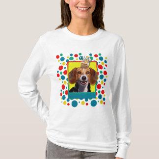 誕生日のカップケーキのビーグル犬 Tシャツ