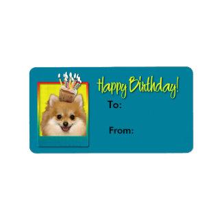 誕生日のカップケーキのポメラニア犬 ラベル
