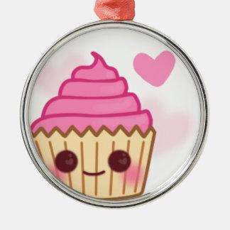 誕生日のカップケーキの微笑 メタルオーナメント