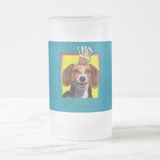 誕生日のカップケーキ-ビーグル犬 フロストグラスビールジョッキ