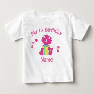 誕生日の女の子のピンクの恐竜の名前入りなワイシャツ ベビーTシャツ